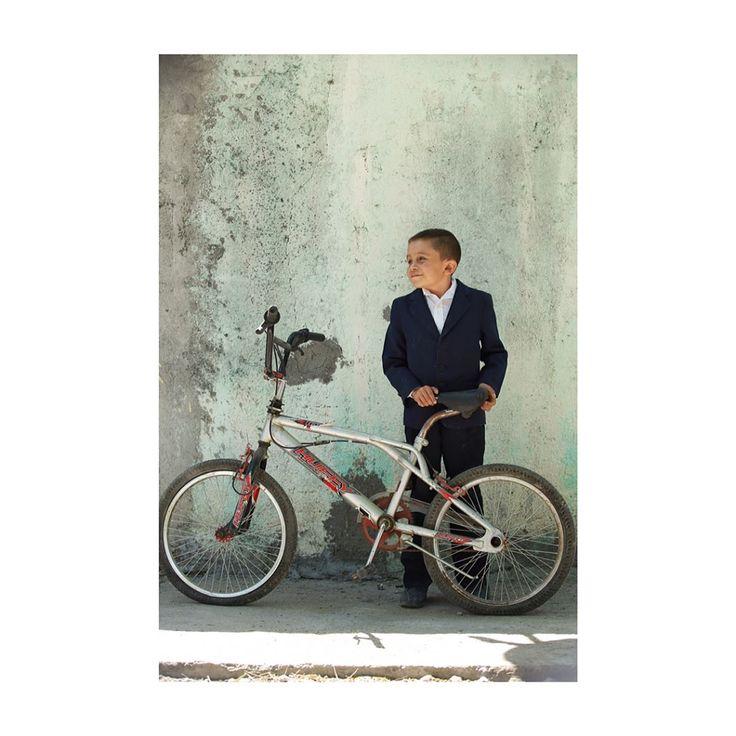 Christian Venegas Villareal de 11 años habitante de Pesquería Nuevo León, padece una deformación en la columna  que le impide crecer y también tiene problemas de aprendizaje pero es sumamente querido en su escuela  por sus compañeros y maestros.  Christian Venegas Villarreal, alumno de Pesquería. #niños #nuevoleon #portrait #retrato #photography  EL NORTE video:  http://www.elnorte.com/v.asp?i=74041 http://tipsrazzi.com/ipost/1506106894610203495/?code=BTmxD2vAgNn