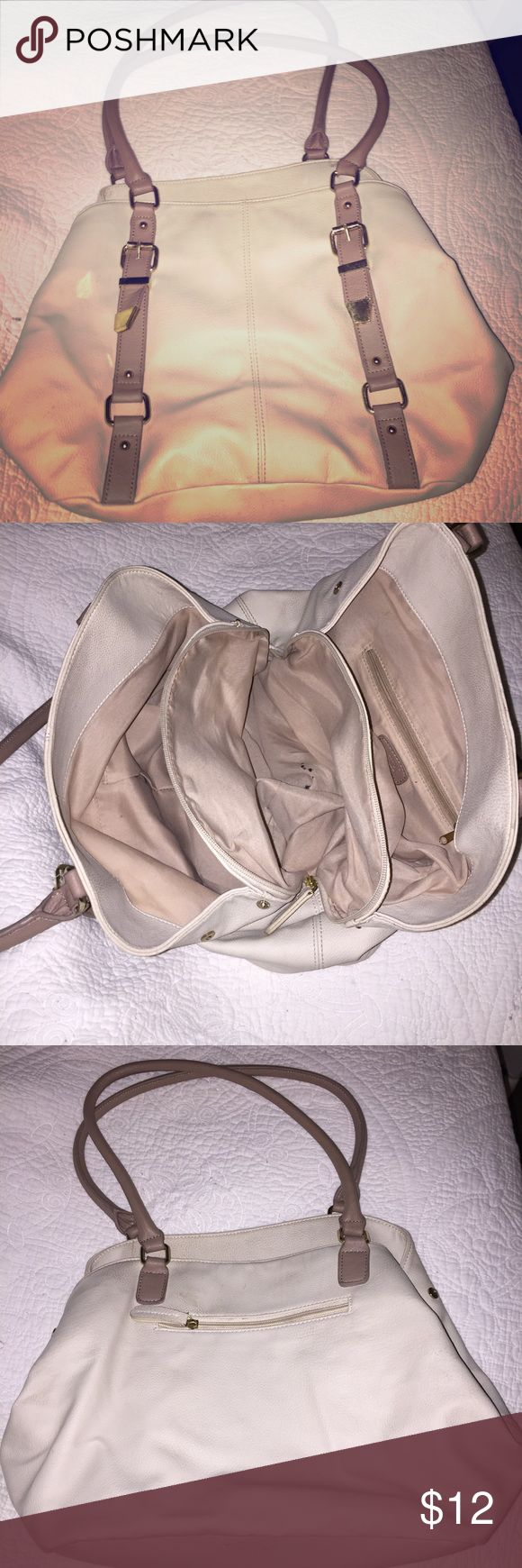 Apt 9 cream and gold purse! Perfect size straps👛 This purse is awesome because it is so easy to clean the outside! We all know we are Aleah's putting our purses on the floor/chairs/sinks!! Throw it in the wash or just use water and it rinses right off! Lots of storage for those of us who carry our whole bathroom in our purse! However, the inside does have a pen stain I was unable to remove, other then that.. great condition! Apt. 9 Bags Shoulder Bags
