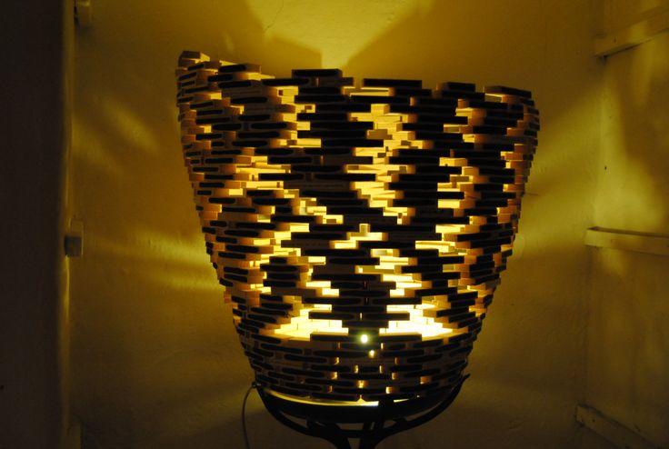Open Light Project. Isorropia. Vaso lampada decostruito con decorazione  esterna ad olio. di WoodnessDesign su Etsy