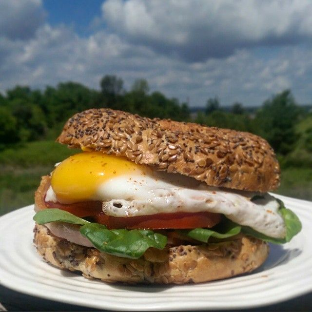 Breakfast on the go... Grilled back bacon, spinach, tomatoes and a fried egg on a multigrain bagel. Great start to a lovely day!  #sandwich@zimmysnook
