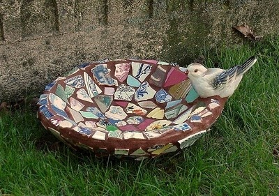 china mosaic birds nest bowl: Dishfunct Design, Antiques China, Mosaics Birds, Birdbaths, Birds Nests, Birds Bath, Mosaics Bowls, Broken China, China Mosaics