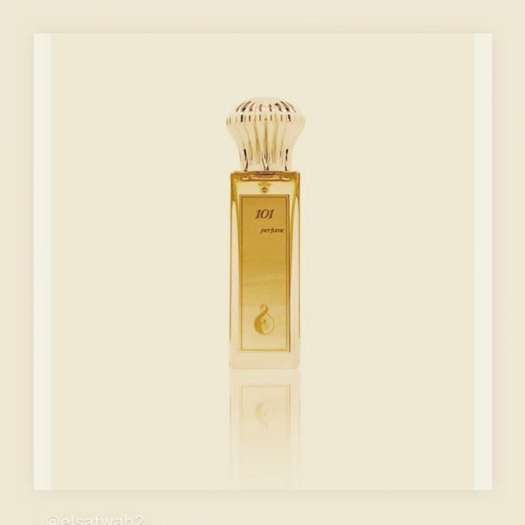 عندما يجتمع دهن العود الكمبودي مع ورد الطائف نتوقع رائحة مميزه لحفلاتك ومناسباتك مش لازم تشتري انواع كثيره و Book Perfume Fragrances Perfume Women Perfume