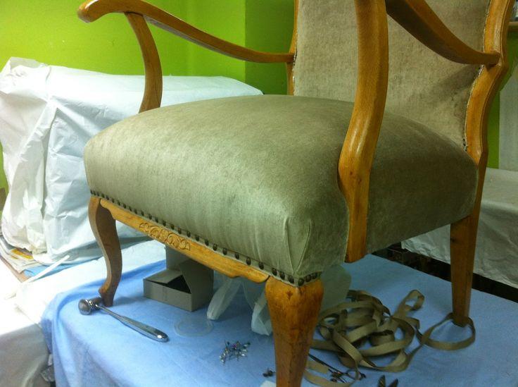 Estas butacas de madera de haya llegaron al taller ya restauradas por Antic Art solamente para ser tapizadas.