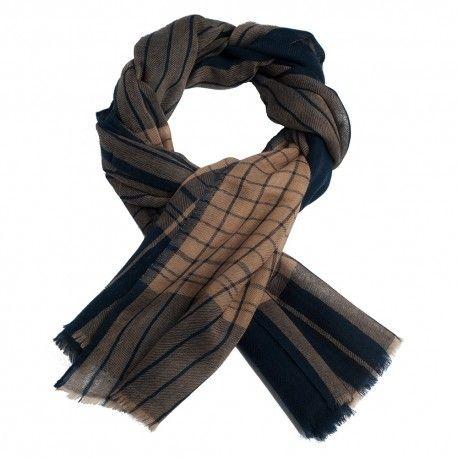 Lækkert skotskternet sjal i blå og karamelfarve
