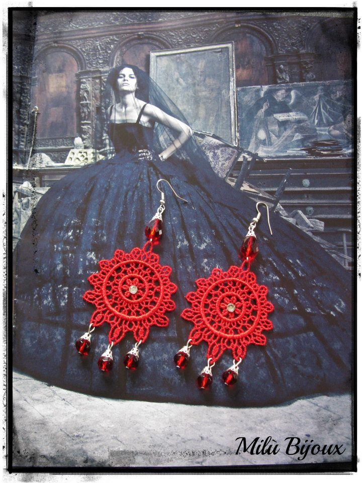Lace earrings with strass and crystals