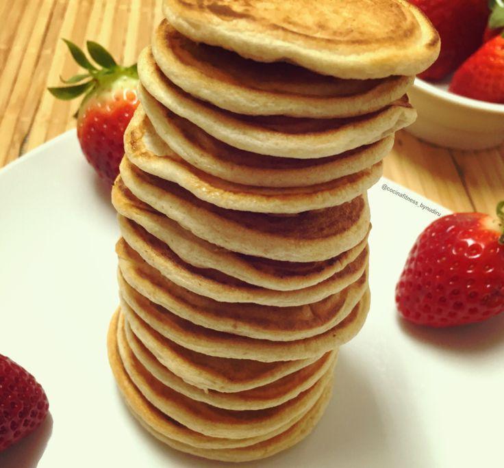 Tortitas   INGREDIENTES:  150 ml claras 30 gr harina de avena sabor Choco Cream & Cookies (Podéis utilizar la harina de avena que uséis o copos molidos con un poquito de endulzante)