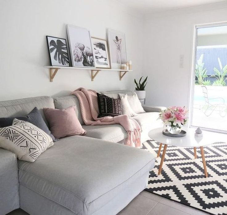 Nice 52 Cheerful Living Room Designs In Boho Style. More at https://homedecorizz.com/2018/06/21/52-cheerful-living-room-designs-in-boho-style/