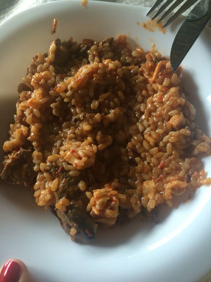 Paella de carne y pollo
