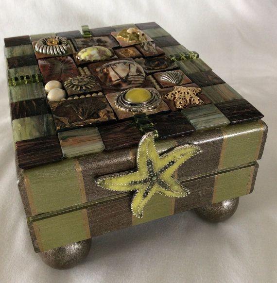 Tropical Seas vintage jewelry adorned box.