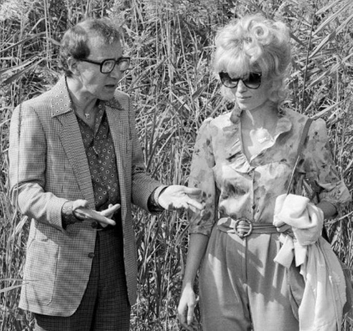 Woody Allen and Mia Farrow in Broadway Danny Rose, directed by Woody Allen