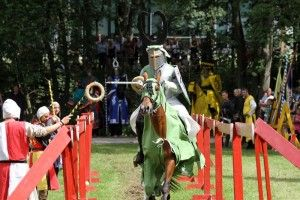 """Nothing for the faint of heart: Knights in a lancing tournament at the """"Spektakulum"""" in Angelbachtal/Germany. Photo: Histotainment GmbH. www.gorara.com"""