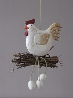poule sur son nid.
