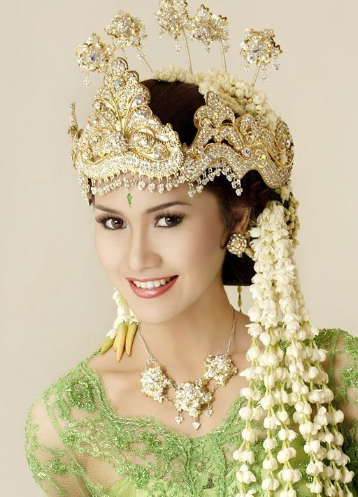 Beautiful Indonesian Woman in West Java traditional costume,  Indonesia