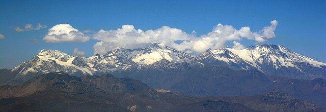 Cordillera de Los Andes. Chile. Cerro Marmolejo y Volcán San José.