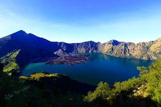 Danau Segara Anak : Danau Kawah Gunung Rinjani Yang Mempesona