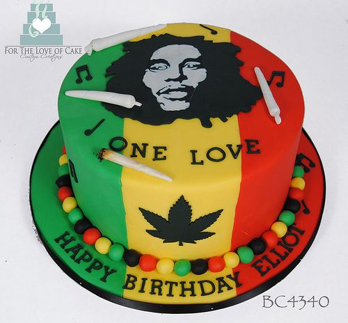 *Bob Marley* Crazy cake. More fantastic pictures and videos of *Bob Marley* on: https://de.pinterest.com/ReggaeHeart/