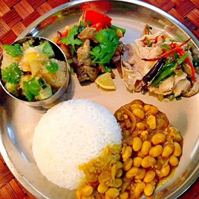 """心の友、七海さんのアチャールに合わせてレシピを探しつつネパール料理をチェック(≖ω≖。)♪あるもの、代用でなんちゃってですぅスパイスや絡みは後がけなので本来とは違う感じかもですが、中々美味しかった( ›◡ु‹ ) 一度ネパール料理のお店行ってお勉強しなくっちゃ(笑)一つまた楽しみが増えましたʕु-̫͡-ʔु"""" 七海さんありがとうございますぅ❤ - 152件のもぐもぐ - Today's Amigo's Dinner Nepalese cuisine初ネパール料理 by Ami"""