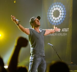 Summer music and concert , Luke Bryan :)