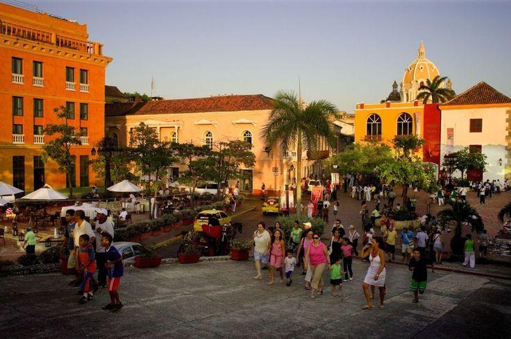"""Nella parte antica di Cartagena de Indias, in Colombia (Sud America), circondata dalle mura (""""las murallas""""), vi è una splendida architettura coloniale, con conventi, monasteri, nobili dimore, piazze."""