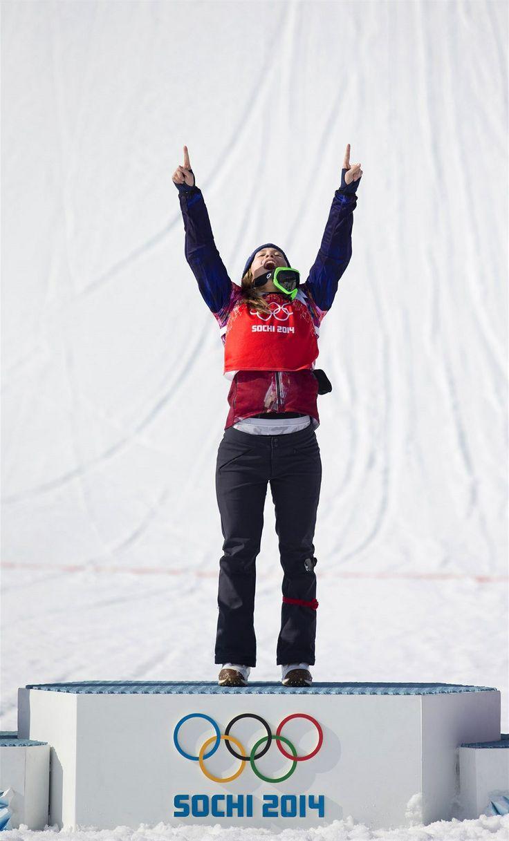 Češka Eva Samková zvítězila v olympijském snowboardcrossu. (16. února 2014)