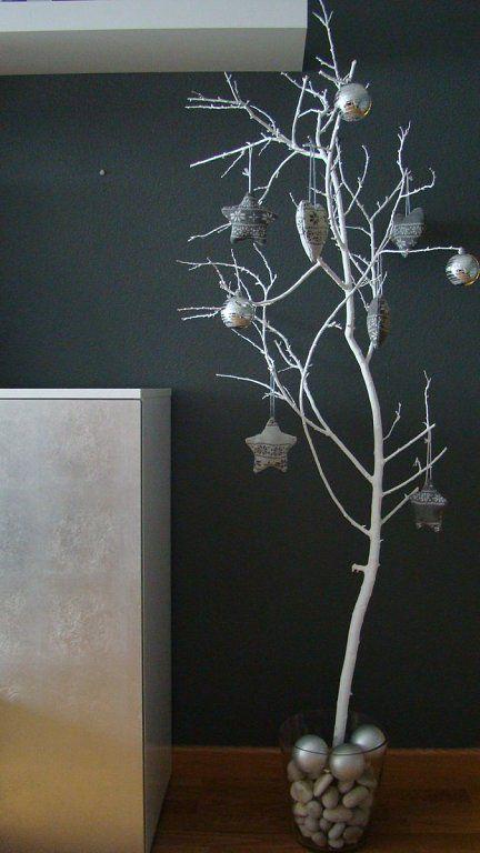 Arboles de navidad hechos con ramas secas - Arboles de navidad blancos ...