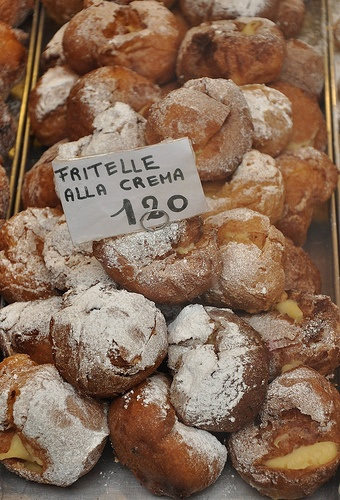 Fritelle alla creama...i have no idea what this is, or how to make it, but they look delicious. :)