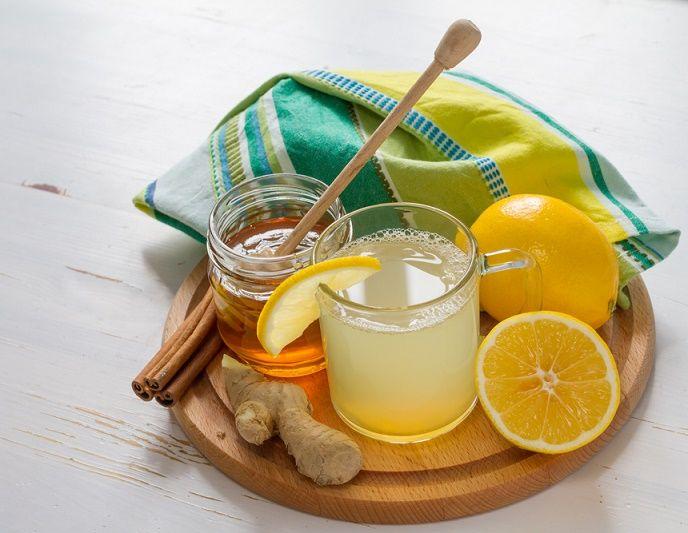 Un buen tónico inmune combina los más poderosos potenciadores inmunes a base de hierbas que el mundo tiene que ofrecer, como el jengibre, además de la miel.