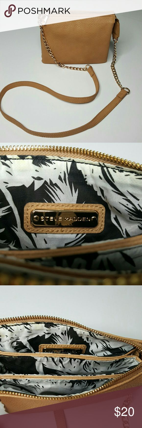 Steve Madden Crossbody purse $20 Steve Madden Crossbody purse with gold change accents on shoulder straps. I bought it and never used it but I took the tags off. Great condition.  $20 Steve Madden Bags Crossbody Bags
