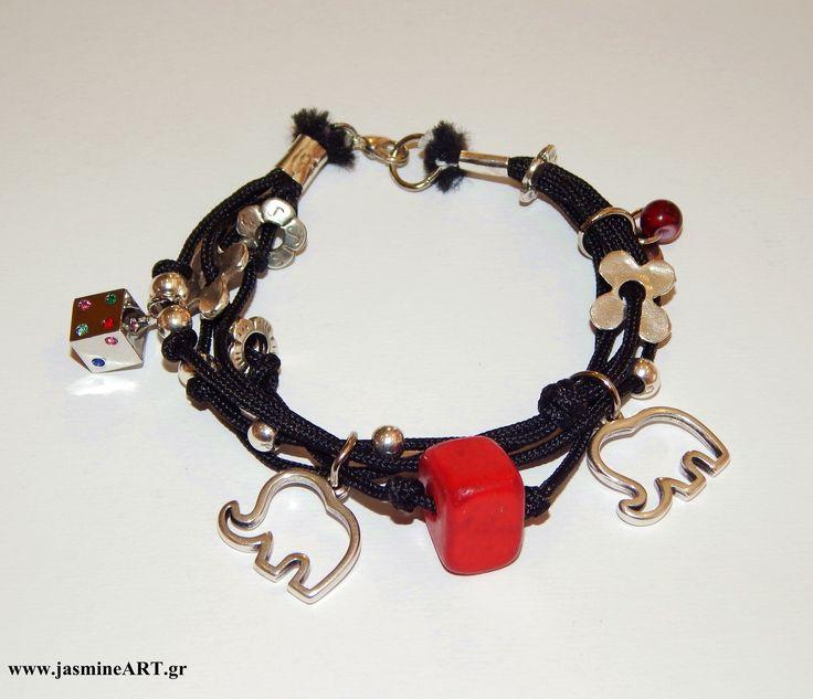 Βραχιόλι Ζάρι:   Υπέροχο χειροποίητο βραχιόλι, πλούσια στολισμένο με μεταλλικά στοιχεία περίγραμμα ελεφαντάκι, ζάρι, μαργαρίτες και κοράλλι.   Τιμή: 17.00   €