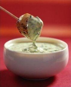 Грибной соус.1. Шампиньоны — 200 г. 2. Лук — 1 шт. 3. Сметана — 150 г. 4. Растительное масло — по вкусу 5. Зелень — по вкусу 6. Соль — по вкусуГрибы и лук мелко нарезать и тушить на растительном масле в течение 15 минут с закрытой крышкой, чтобы жидкость не испарялась.  К грибам и луку добавить сметану и тушить на протяжении 5-7 минут.  Остудить, добавить в массу зелень и измельчить все в блендере до однородной массы.
