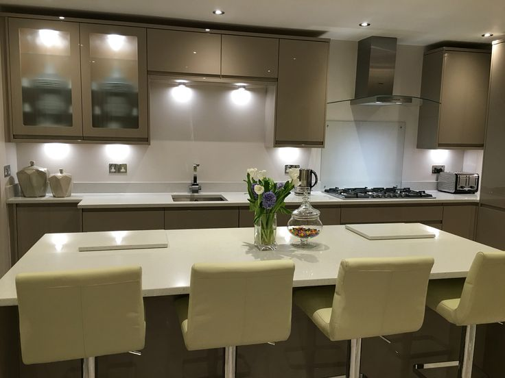 Gloss Integrated Handle In Stone From Howdens Siemens Hood And Hob Galaxy  Quartz Work Tops In