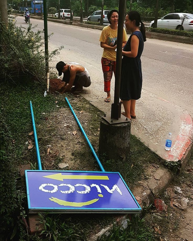 Making it easier for the world to find Nicco! Workers put up our sign on the main Yangon to Than Lyin Road. For those coming to check out our products and visit our showroom and workshop it just got a little easier.  #signboard #sign #thanlyin #yangonroad #mainroad #bluesign #furniture