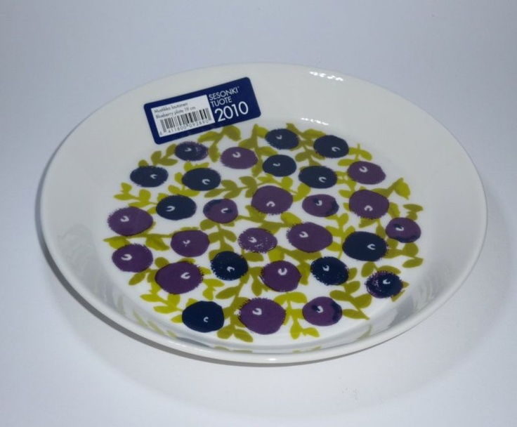 Arabia Finland Blueberry Plate. 2010. Perfect for a summer table.