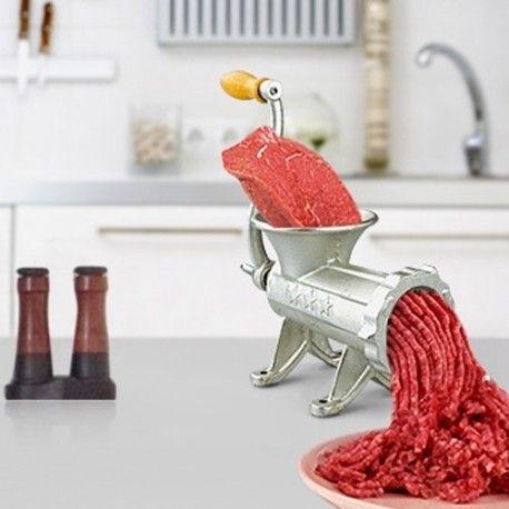 Çevirme Kollu Kıyma Makinesi ile etlerinizi evinizde kolayca kıyma haline getirebilirsiniz. Ürün döküm'den imal edilmiştir. Etlerinizi kendiniz çekerek içiniz rahat şekilde tüketmek varken risk almayın.  Ürün detayı: http://hugsepet.com/kucuk-mutfak-gerecleri/262-cevirme-kollu-dokum-kiyma-makinesi-12-inc.html