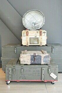 Stoere legerkisten in verschillende soorten en maten. Vergelijkbare kisten te koop bij www.old-basics.nl Webshop vol brocante, industrieel en vintage