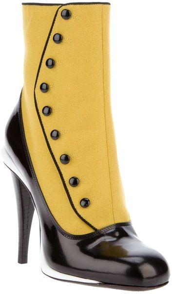 Victorian-Buttoned Stilettos by Fendi , are you ready for SteamPunk trend ? Botines de tacón de estilo victoriano por Fendi . ¿Preparados para la tendencia SteamPunk ? #coolhunting