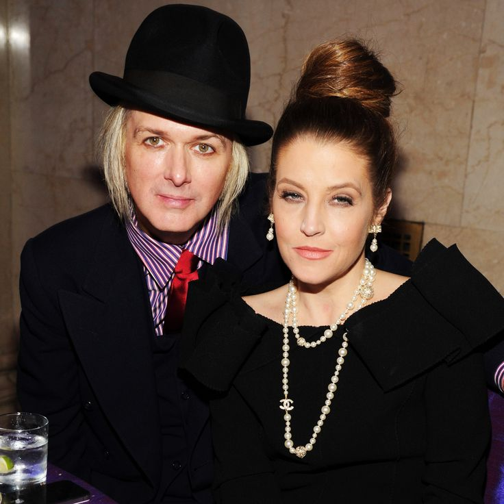 lisa marie presley | Lisa Marie Presley Files for Divorce From Michael Lockwood - Closer ...