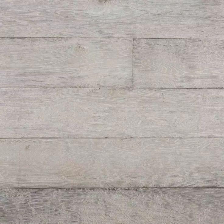 Chapel Bleached White eikeparkett er en flott oljet treparkett som leveres i både faste og fallende lengder og bredder fra 65mm - 385mm.