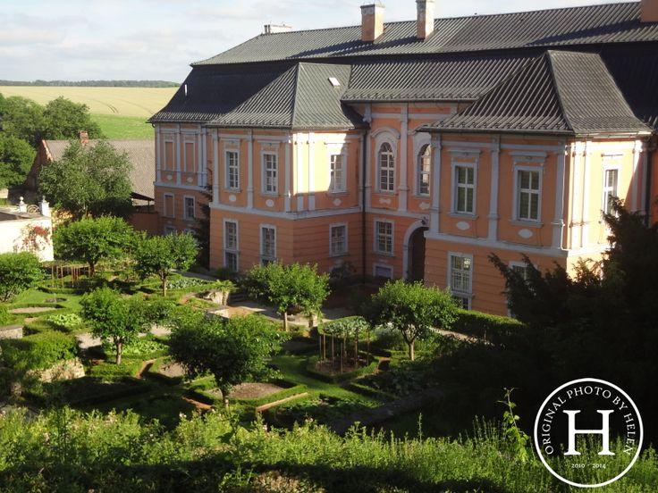 Life by Helen: ...zámecké zahrady a losování...