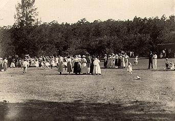 Picnic sports at Fairyland Pleasure Grounds, Lane Cove River, around 1915