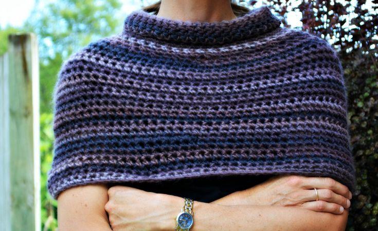 Easy crochet capelet - free pattern
