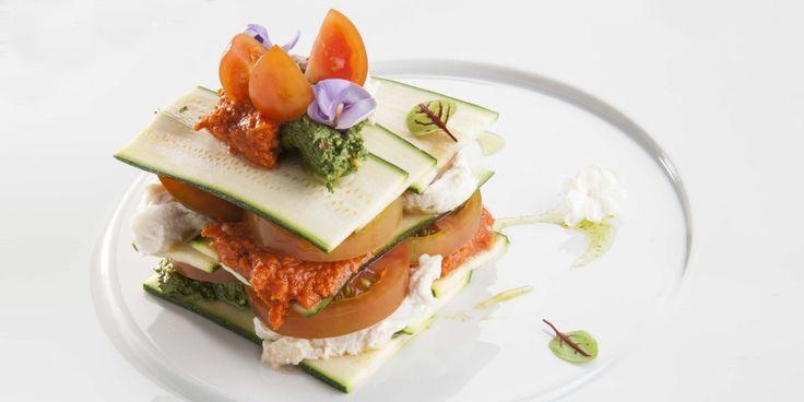 Cucina crudista: la ricetta delle lasagne di zucchine con salsa ai peperoni…