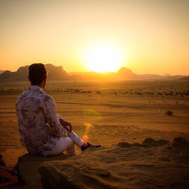 Это волшебное место навсегда оставило след в моей памяти. Туда хочется вернуться! Сумасшедшие закаты, тишина, космические пейзажи.. #ВадиРам #Чайсмятой #Иордания #ИсторическоеНаследие #Бедуины #Жара #Пустыня #ПоследамЛоуренсаАравийского #лоуренсаравийский #WadiRum #Jordan #7wonders #Travel #TeavelJordan #traveling #travelgram #путешествия #путешествиепоиордании #Rum #visitJO #bedouin #greatpeople #Desert #bedouinhouse #camel #camels #Закат #Sunset #sunsetporn by urlihh. закат #вадирам…