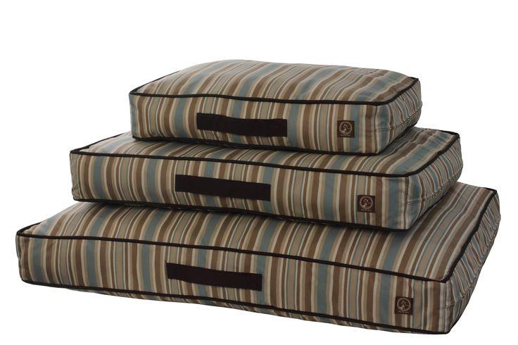 Indoor/Outdoor Classic Pillow Beds Water Repellent, UV-resistant & Machine Washable