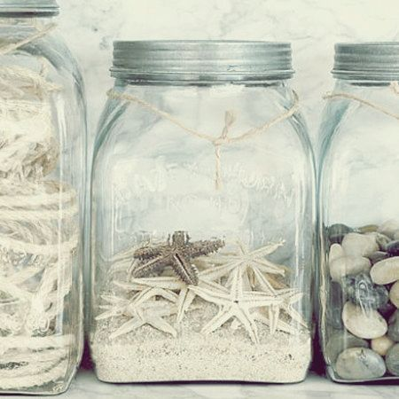 love this beach decor, nice jars, sand & shells... would look great in a little beachy cottage :-)
