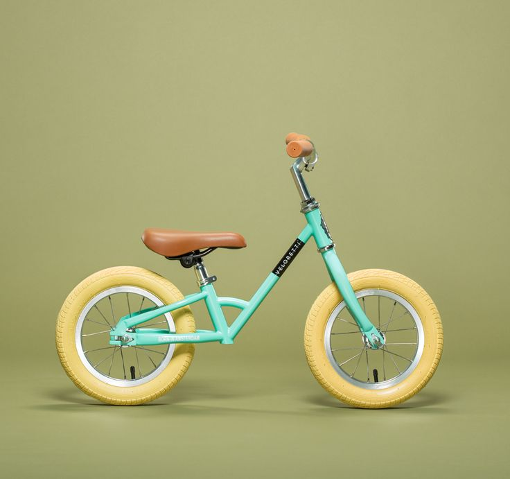 Loopfiets voor op de groei - Mini Minty Mint of dark pink - 99 euro - Veloretti - via veloretti.com