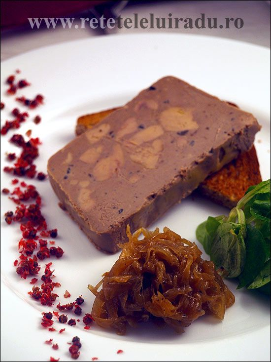 Foie gras, onion confit and pink pepper