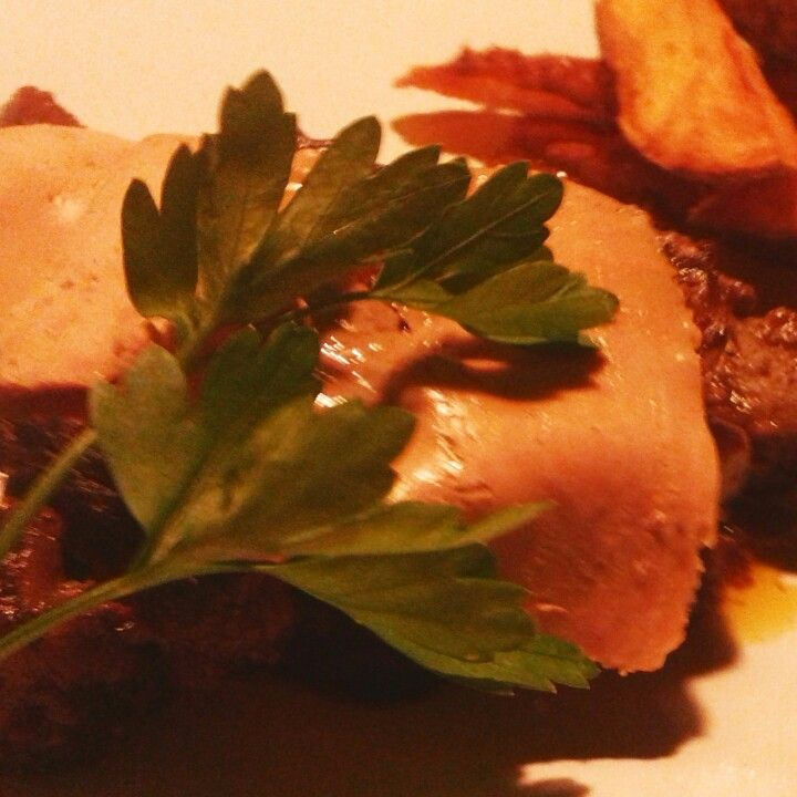 Solomillo de buey con salsa de boletus y foie