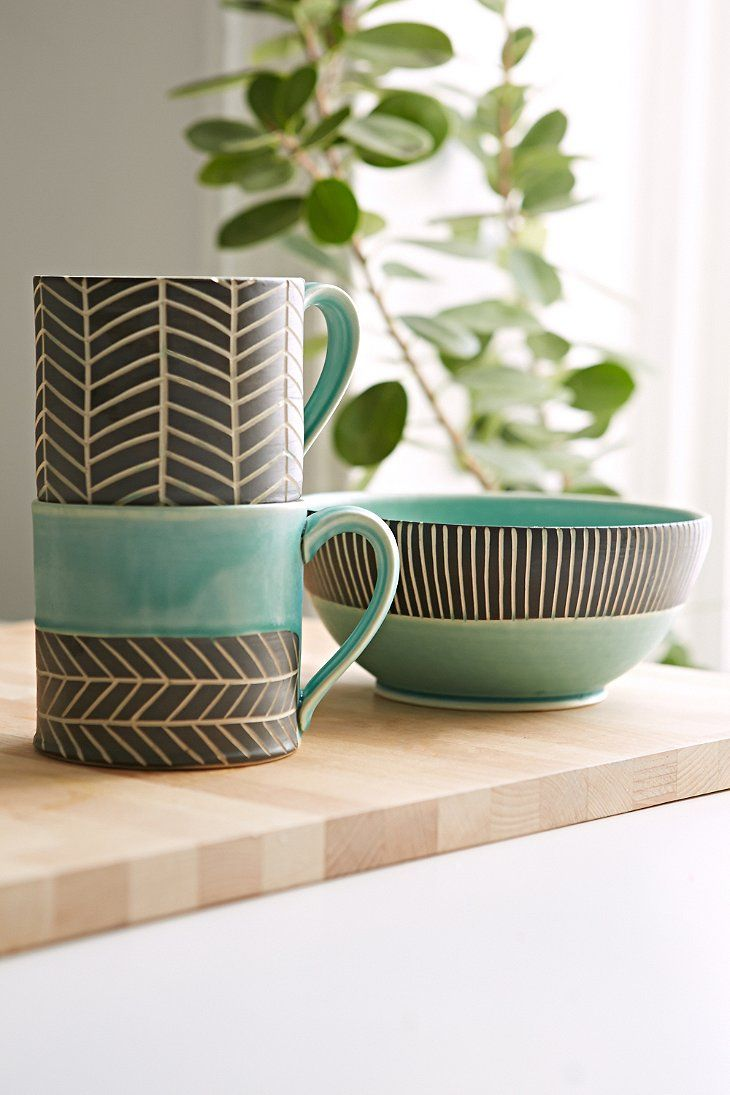 Jessica Wertz X UO Chevron Hand-Carved Mug - Urban Outfitters