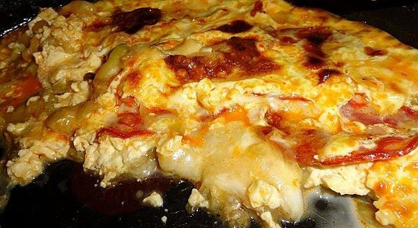 """750g vous propose la recette """"Clafoutis de Courgettes et Chorizo au Reblochon"""" publiée par floflooV."""